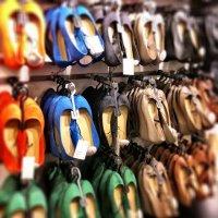 Regał z butami w sklepie